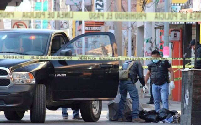 Encuentran dos cadáveres embolsados en zócalo de San Martín Texmelucan - Foto de @retodiariomx