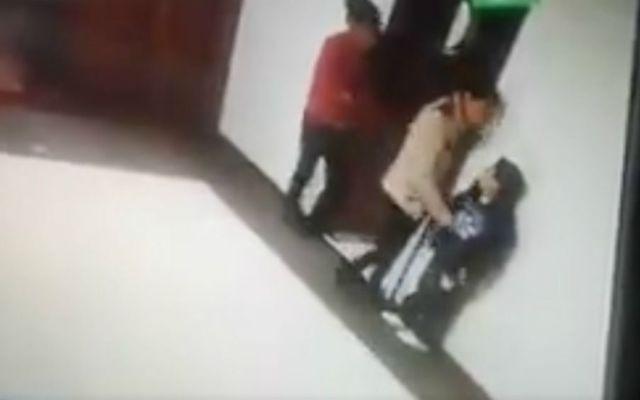 #VIDEO Maestra golpea a niño con discapacidad en Toluca - Foto: Noticieros Televisa.
