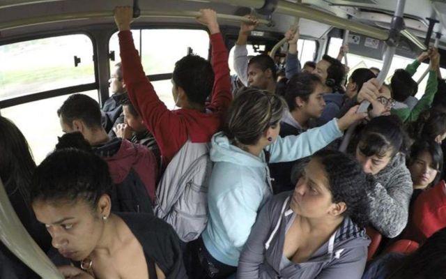 Mujeres usan más transporte público que hombres - Utilizar el transporte público es la principal acción contra las emisiones contaminantes. Foto de internet