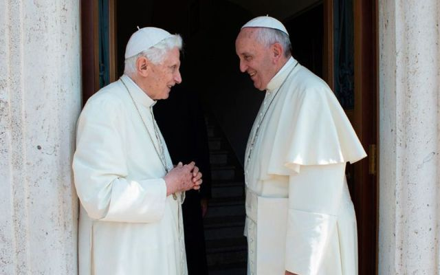 El papa Francisco visita a Benedicto XVI ante rumores de su muerte - Foto de ACI prensa