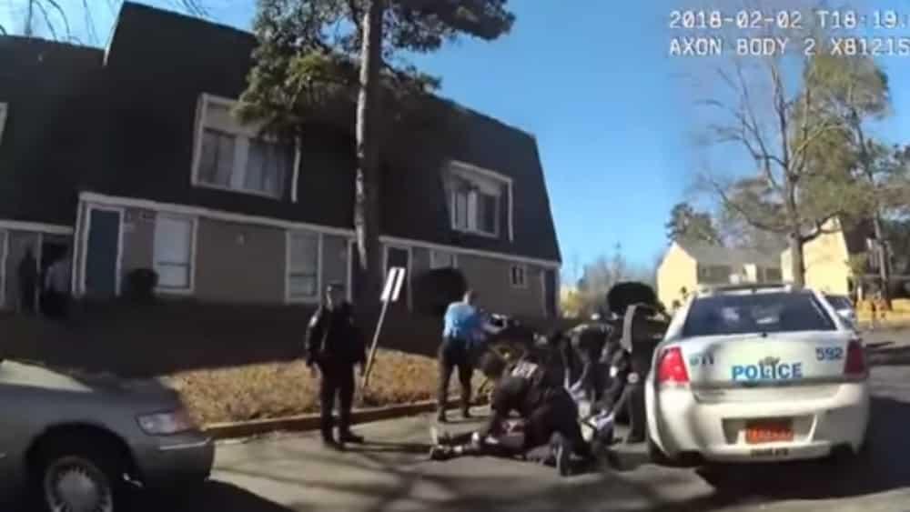 #Video Policía mata a hombre armado y suicida - Foto: Youtube.