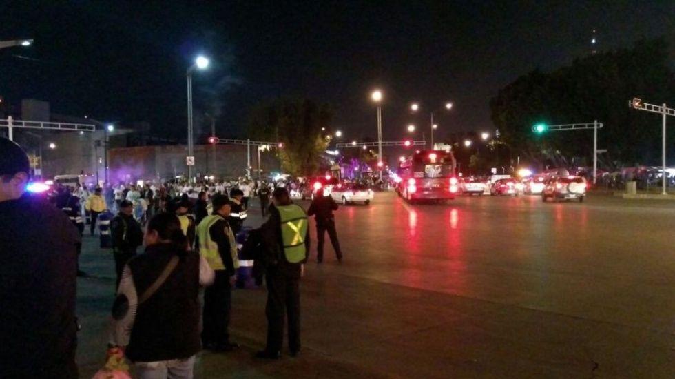 Manifestantes afectan carriles laterales de Reforma - Foto de archivo