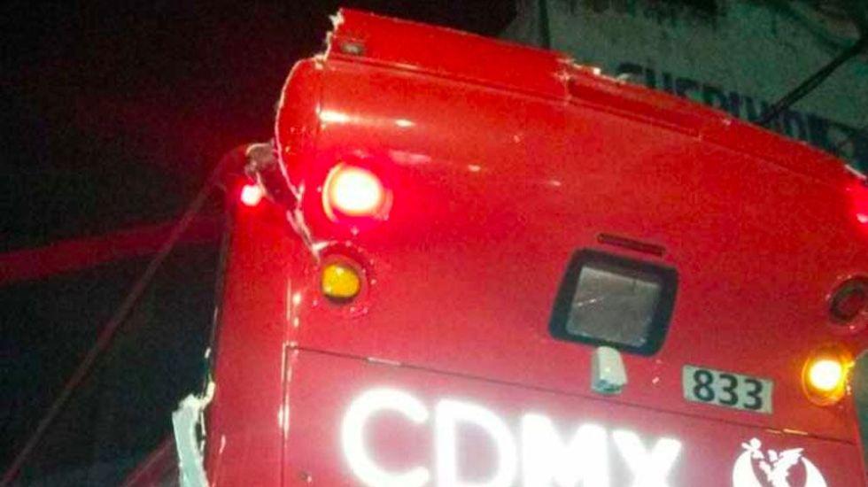 Choque de Metrobús se debió a que chofer no respetó la ruta: Mancera - Foto de Excélsior