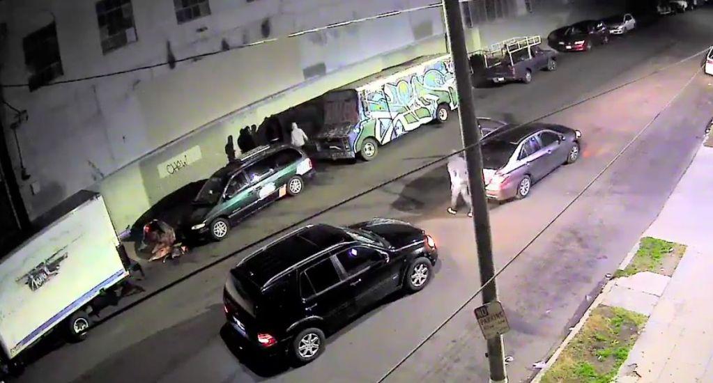 #Video Golpean a comerciante mexicano en Los Ángeles - Captura de Pantalla