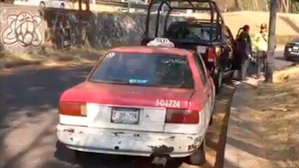 Hallan cadáver dentro de taxi en el Bosque de Chapultepec - Foto de El Universal