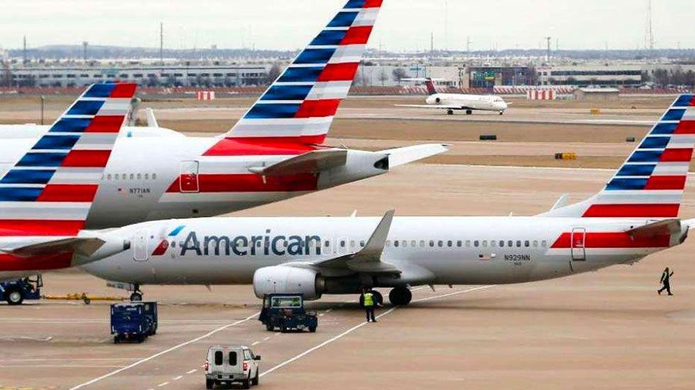 Demandan a American Airlines por enfermera que sufrió embolia en vuelo - Foto de American