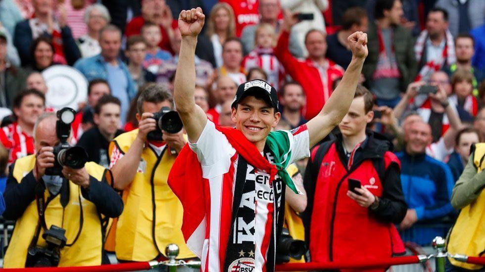Chucky Lozano dirige festejo en celebración del PSV