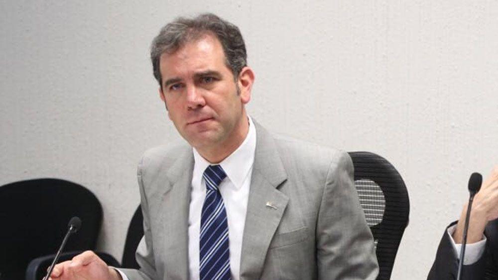 Avala INE a Sierra y Krauze como moderadores del segundo debate