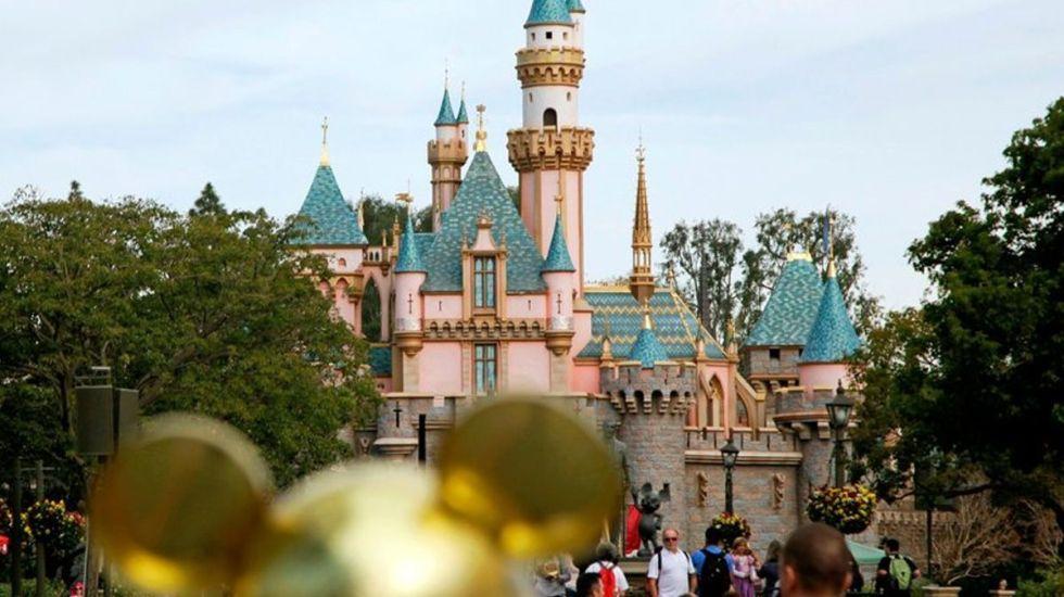 Roban remolque con ocho mil boletos para Disneyland - Foto de AP