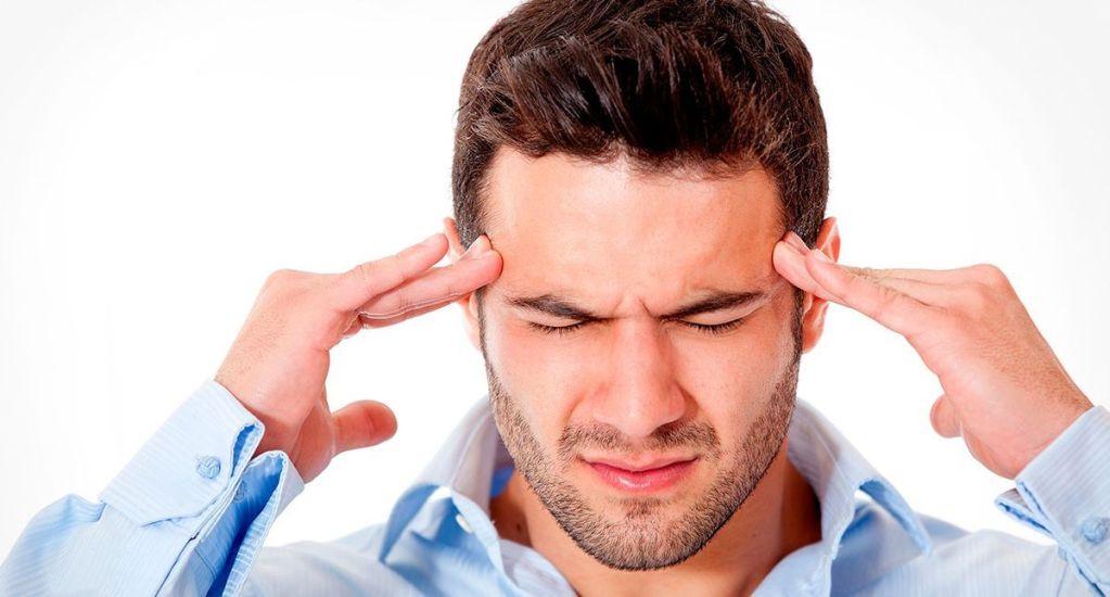 Dolor de cabeza es más común en mujeres - Foto de Archivo