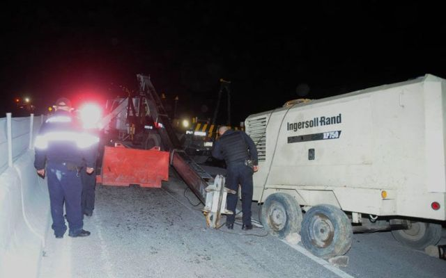 Grúa aplasta a trabajador en obra de tren México-Toluca - Foto de La Razón