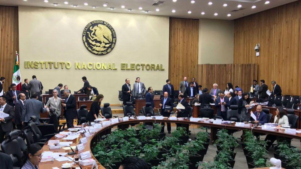 ¿Cómo asigna el INE el número de spots para cada candidato? - Foto de Noticieros Televisa