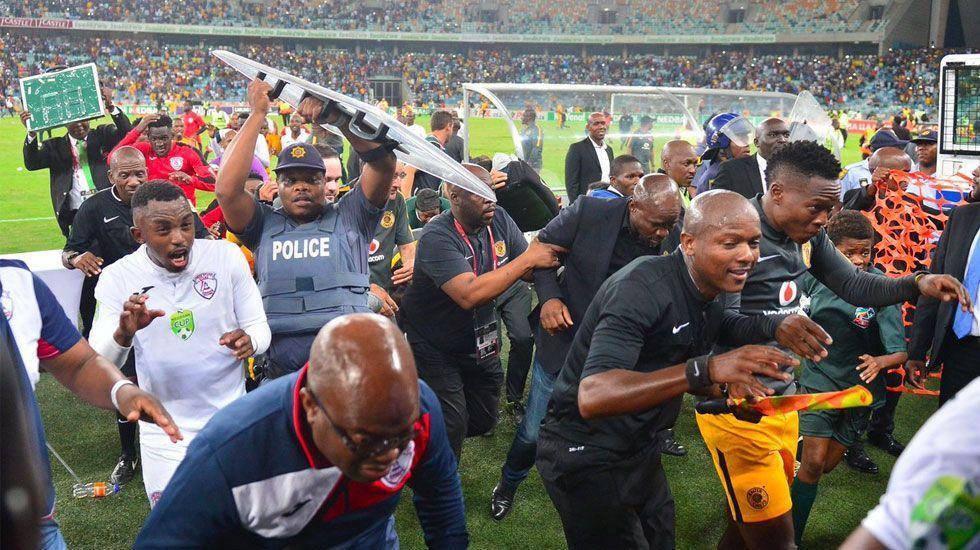 #Video Disturbios en estadio de Sudáfrica dejan 18 heridos - Foto de AFP