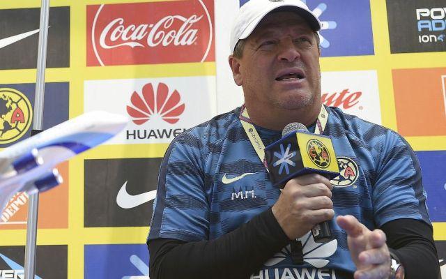 Herrera responde a mentadas de Pizarro; el de Chivas se disculpa - Foto de Mexsport