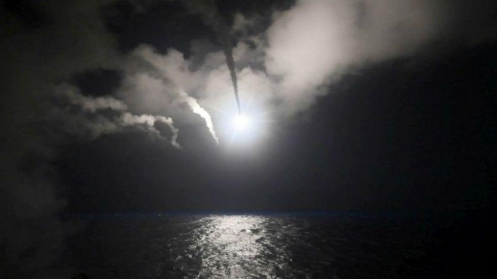 Defensas antiaéreas siras interceptan misiles en Homs - Foto: Reuters.