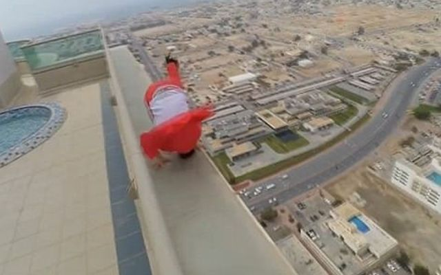 #Video Patinador realiza trucos en rascacielos de Dubai - Foto de Caters
