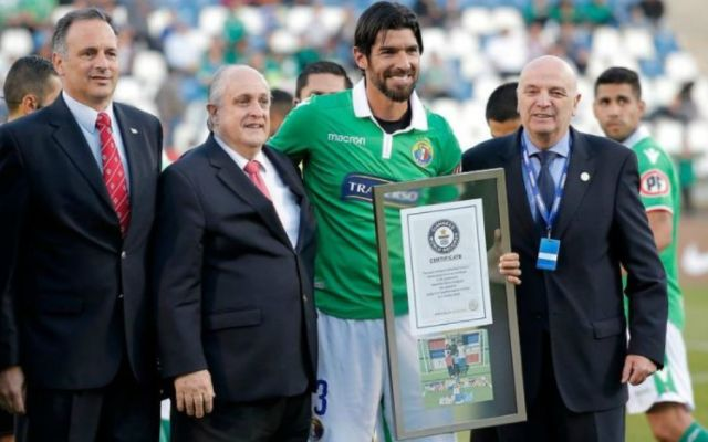 Sebastián Abreu recibe Récord Guinness - Foto: @tdn_twit.
