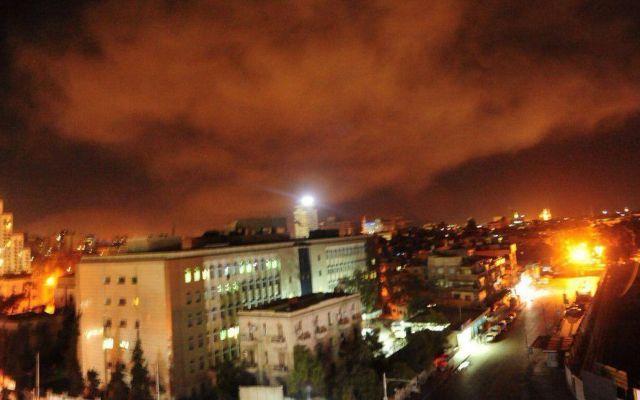 Así quedaron las instalaciones de armas en Siria tras ataque con misiles - Foto de @ChunchoXelMundo