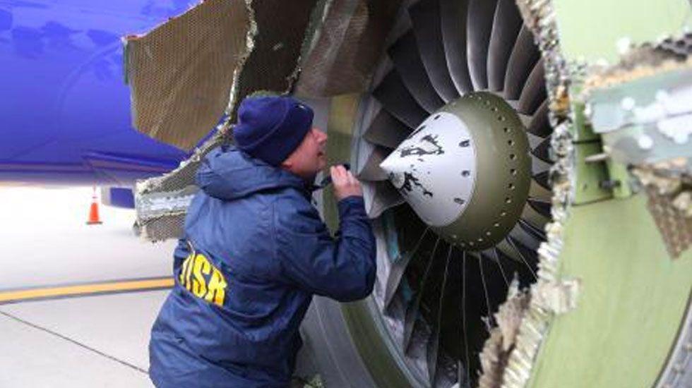 Southwest envía 5 mil dólares a pasajeros de vuelo siniestrado - Foto de AP