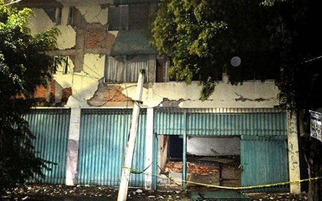 Reciben documentos de propiedad de edificio demolido en la Roma Sur - Foto de Cuartoscuro