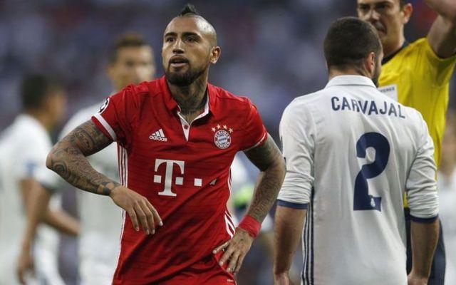 Arturo Vidal calienta el Bayern Munich vs Real Madrid - Foto de AP