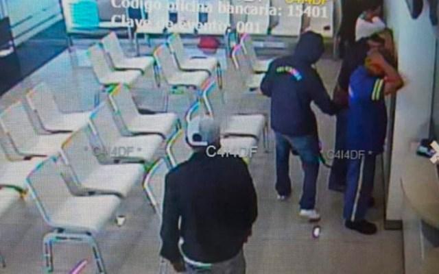 Asaltan banco en Insurgentes Norte - Foto Especial