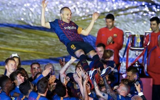 La victoria del Barcelona sobre la Real Sociedad no solo puso fin a La Liga, sino además significó el último partido de Iniesta con los blaugranas. Foto de Internet