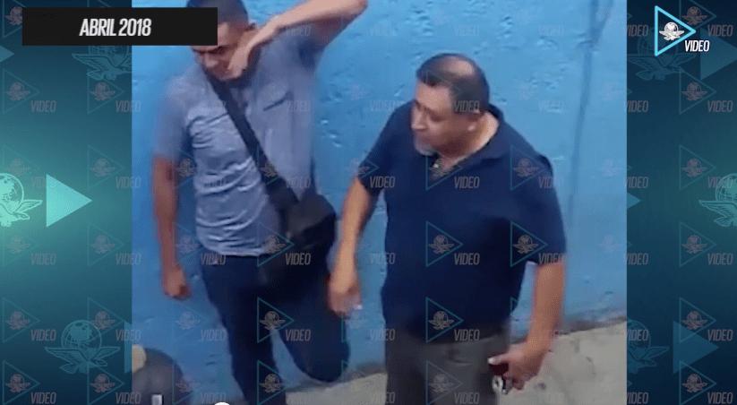 Captan en video a agentes que reciben dinero de narcos, en Tepito