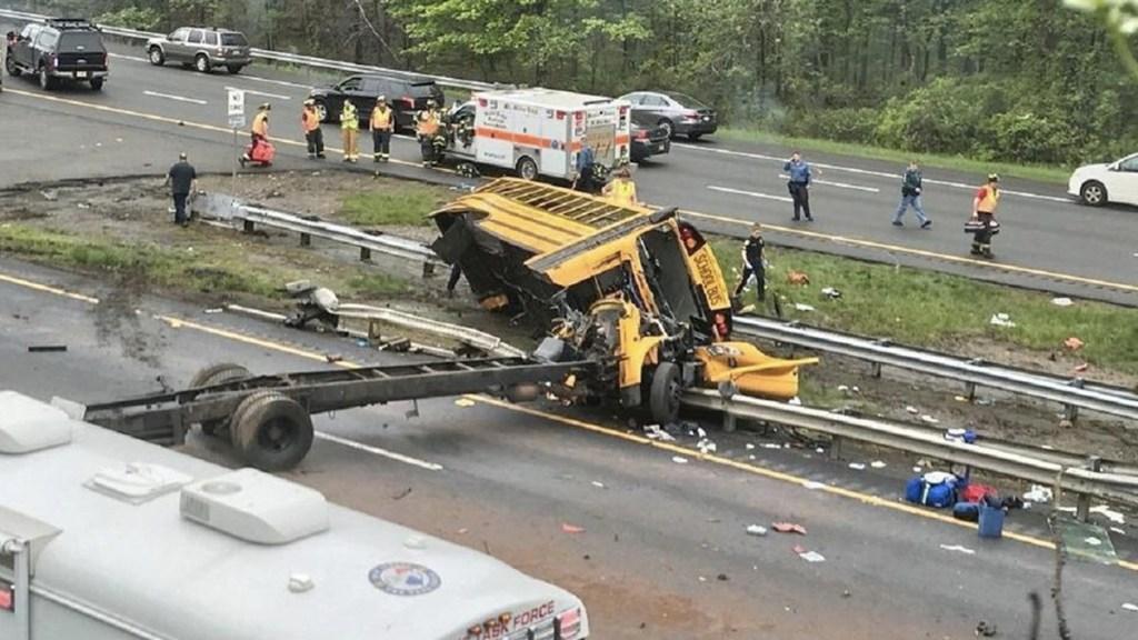 Choque de autobús escolar en Nueva Jersey deja al menos dos muertos - Foto de NBC