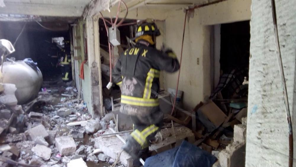 Explosión doméstica de gas deja un herido en la Cuauhtémoc