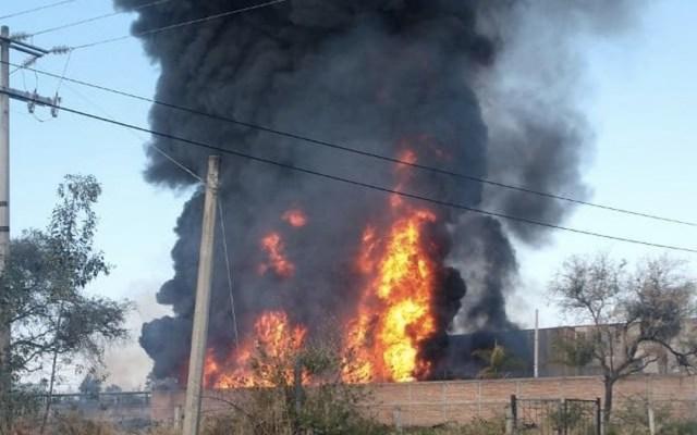 Incendio consume bodega en Tlaquepaque - Foto de @DiegoEGH