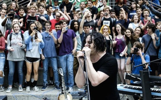 #Video Jack White da concierto en escuela de Washington - Foto de Pitchfork