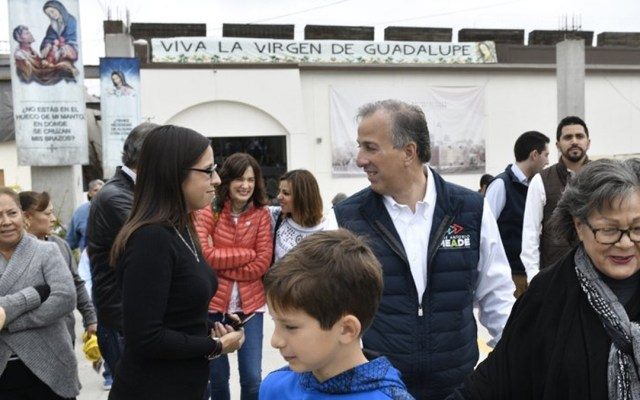 Meade acude a misa en Tijuana - El candidato presidencial acudió junto a su esposa Juana a la ceremonia religiosa en la Parroquia de Nuestra Señora del Guadalupe del Río en Tijuana. Foto de Internet