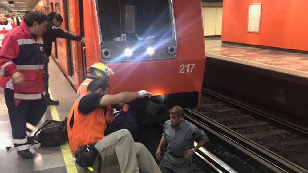 Hombre cae a las vías del Metro en CDMX