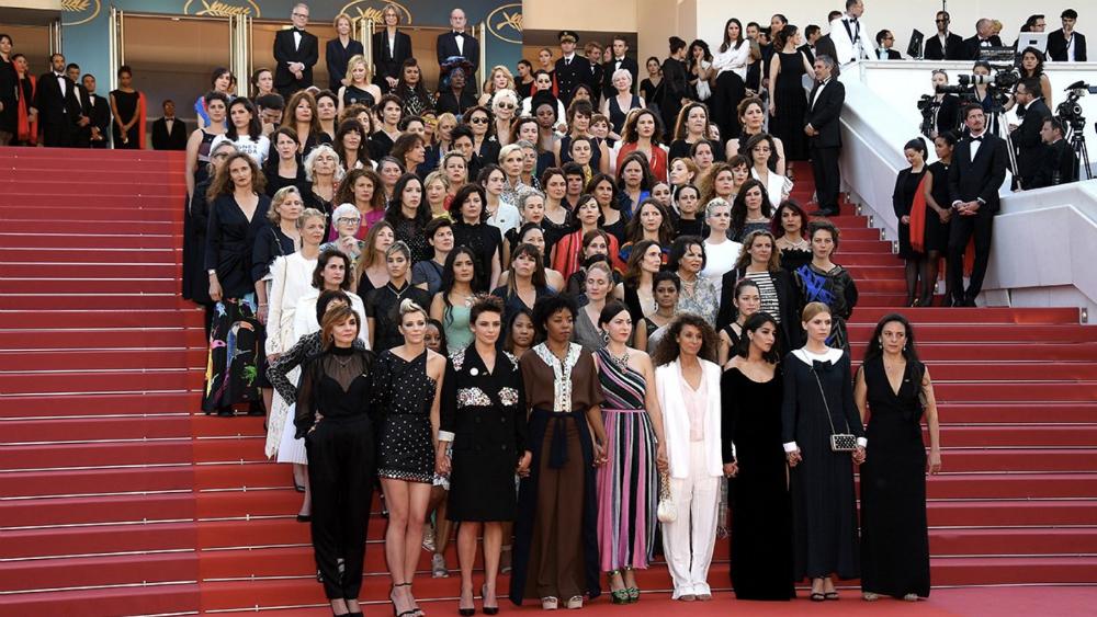 Desfilan en Cannes por igualdad entre hombres y mujeres en el cine - Foto de @Festival_Cannes
