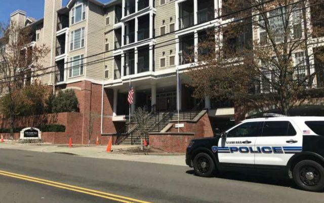 Niña cae de quinto piso en Connecticut y sobrevive - Foto de Stamford Advocate