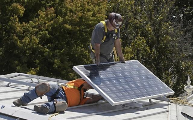 California exigirá paneles solares en edificios nuevos - Foto de AP