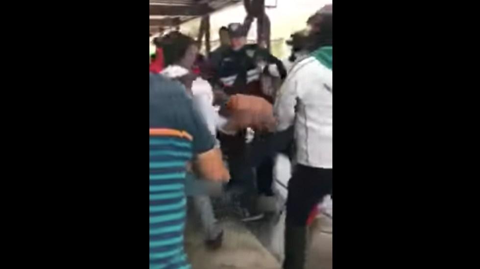 #VIDEO Pasajeros del Metro golpean a presunto ladrón