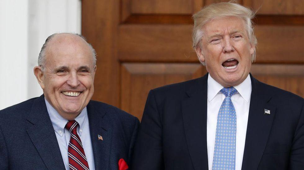 Trump no cooperará en investigación de la trama rusa si no hay pruebas - Rudolf Giuliani y Donald Trump. Foto de Boston Herald