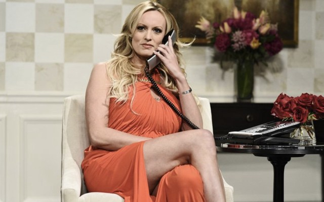 #Video Stormy Daniels advierte a Trump en Saturday Night Live - Foto de NBC