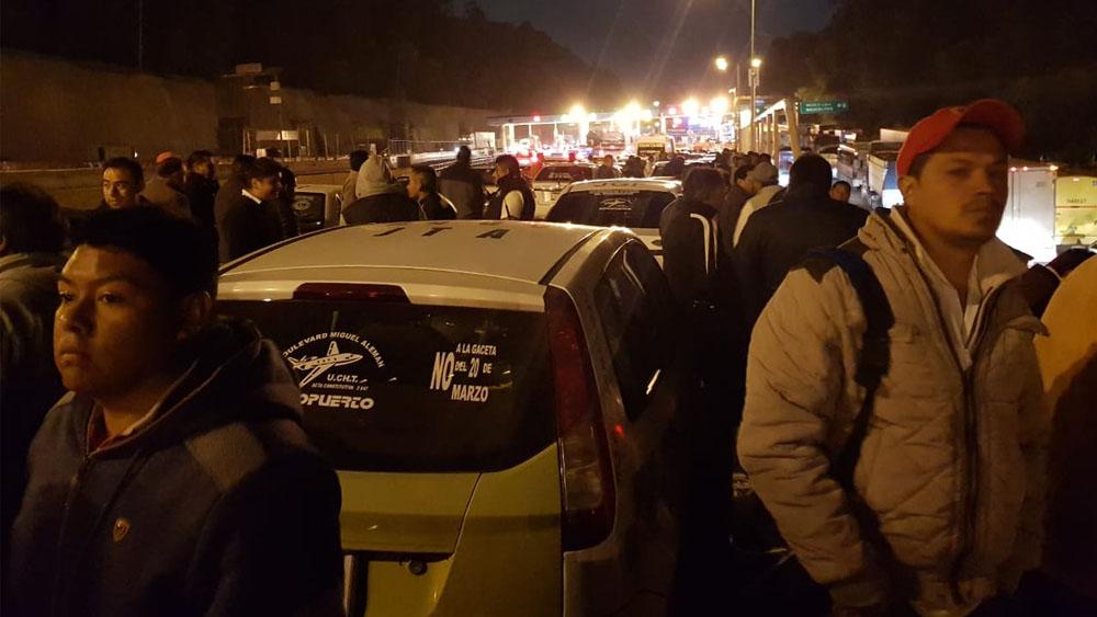 Marchan transportistas a Los Pinos contra la Gaceta