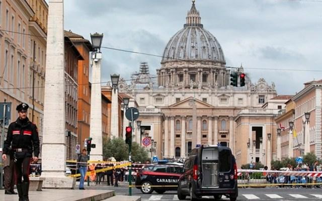 Acusan a diplomático del Vaticano de abuso infantil - el vaticano investiga a obispo austriaco por malversación