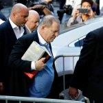 #Video Harvey Weinstein se entrega a las autoridades
