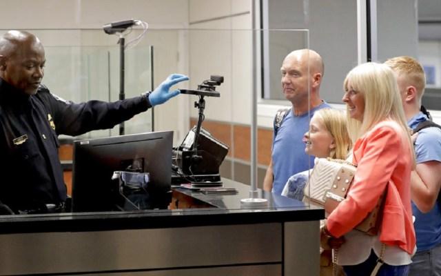 Aeropuerto de Orlando aplicará reconocimiento facial para viajar - Foto de AP