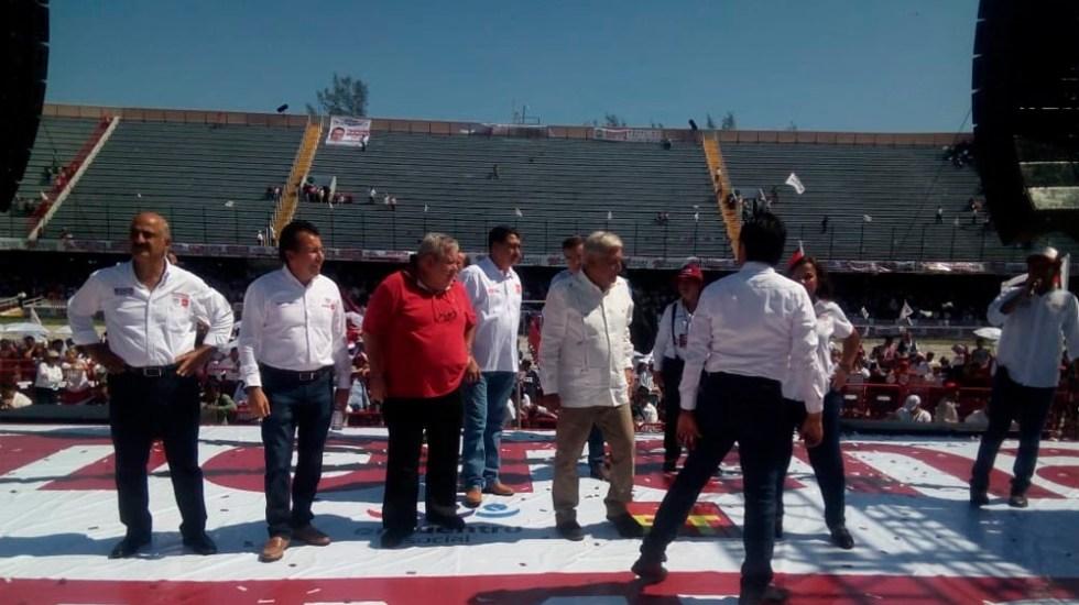 Fracasa cierre de campaña de AMLO en Veracruz por partido de México - Foto de Qudratín