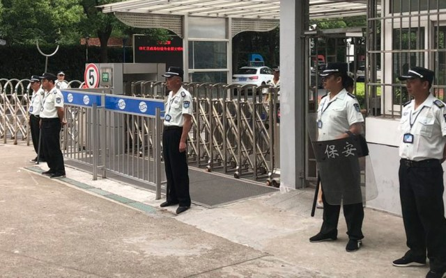 Hombre asesina a dos niños en escuela de Shanghai - Foto de AP