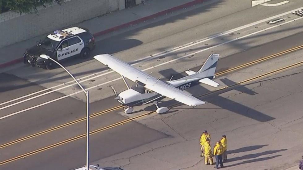 #Video Aterriza de emergencia avión pequeño en zona residencial de California - Foto de @ABC7
