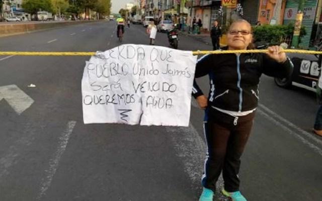 Bloquean Calzada Ermita Iztapalapa por falta de agua - Foto de Twitter