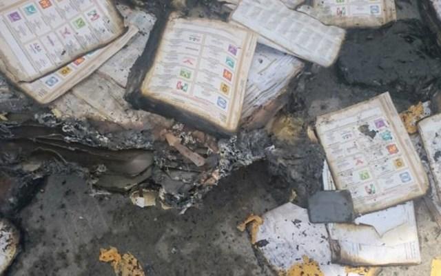 Roban y queman ocho mil boletas electorales en Oaxaca - Foto de @tvbus