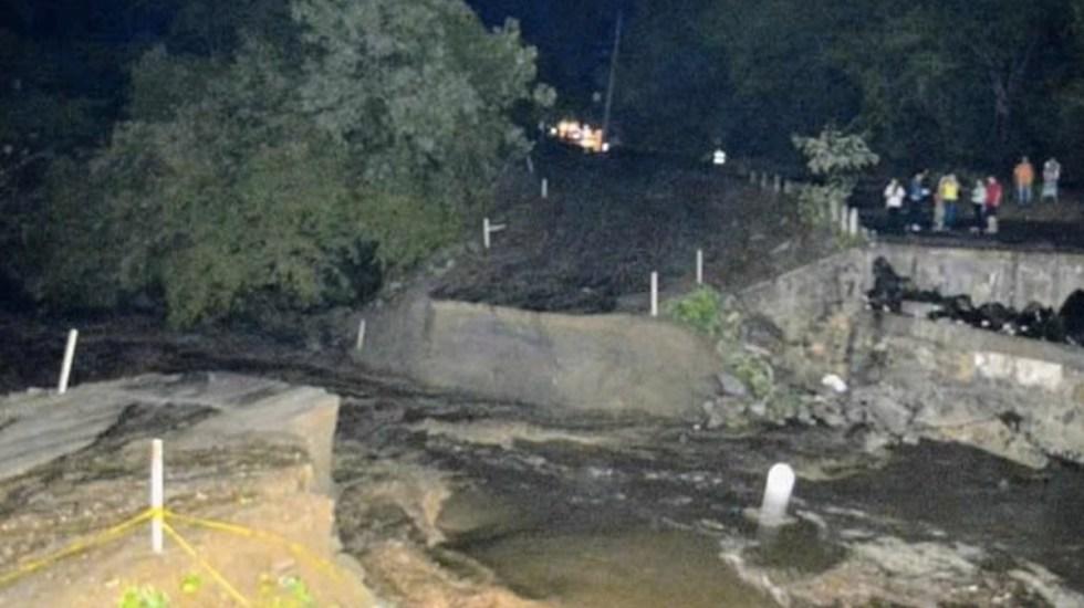 Colapsa puente por lluvias en Oaxaca - Foto de Quadratín